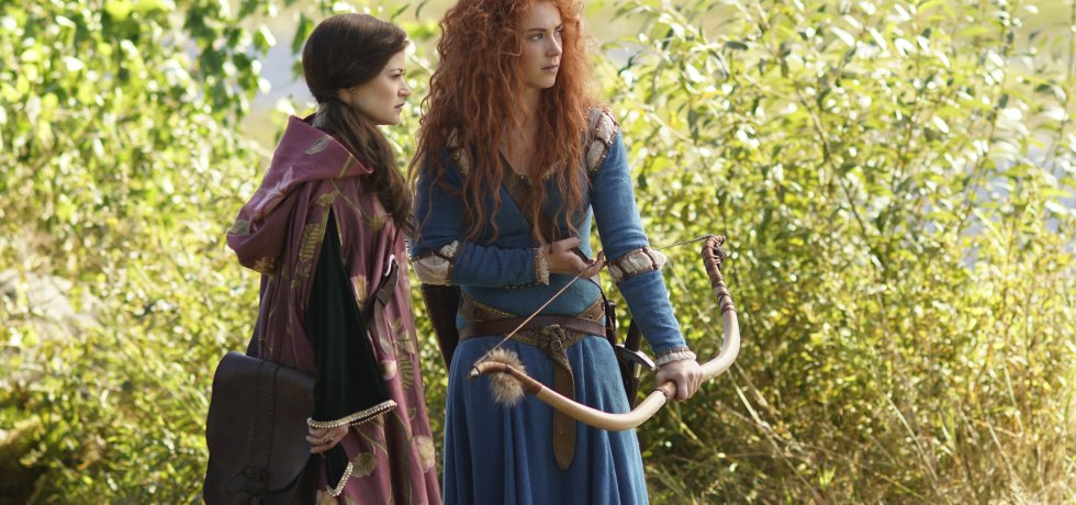 Belle (Emilie de Ravin) and Merida (Amy Manson) prepare to face the Clans at DunBroch