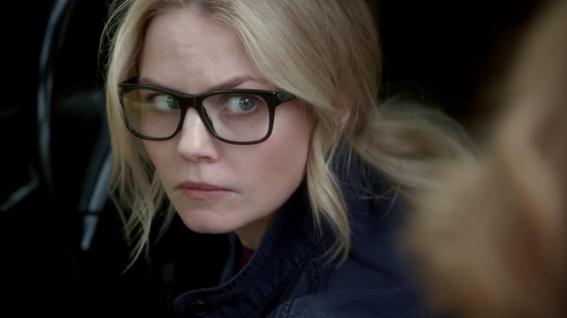Emma (Jennifer Morrison) is on the run