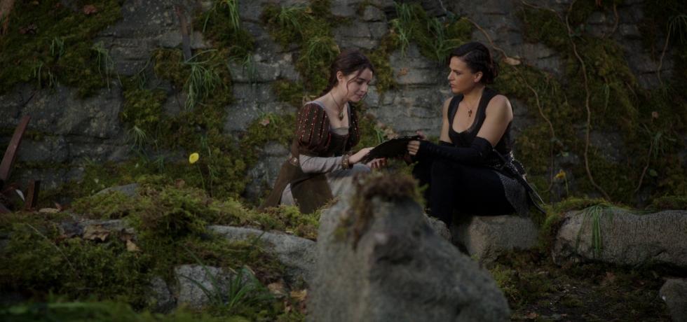 Drizella (Adelaide Kane) and Regina (Lana Parrilla) bond